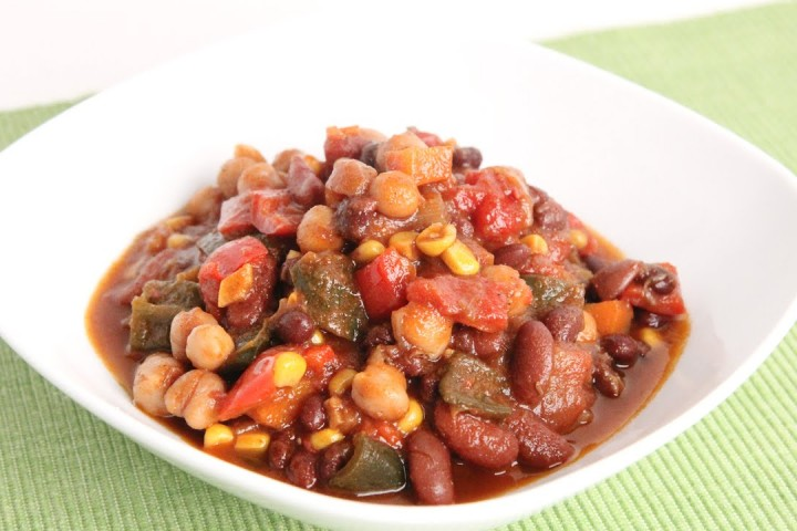 Slow-cooked bean chili